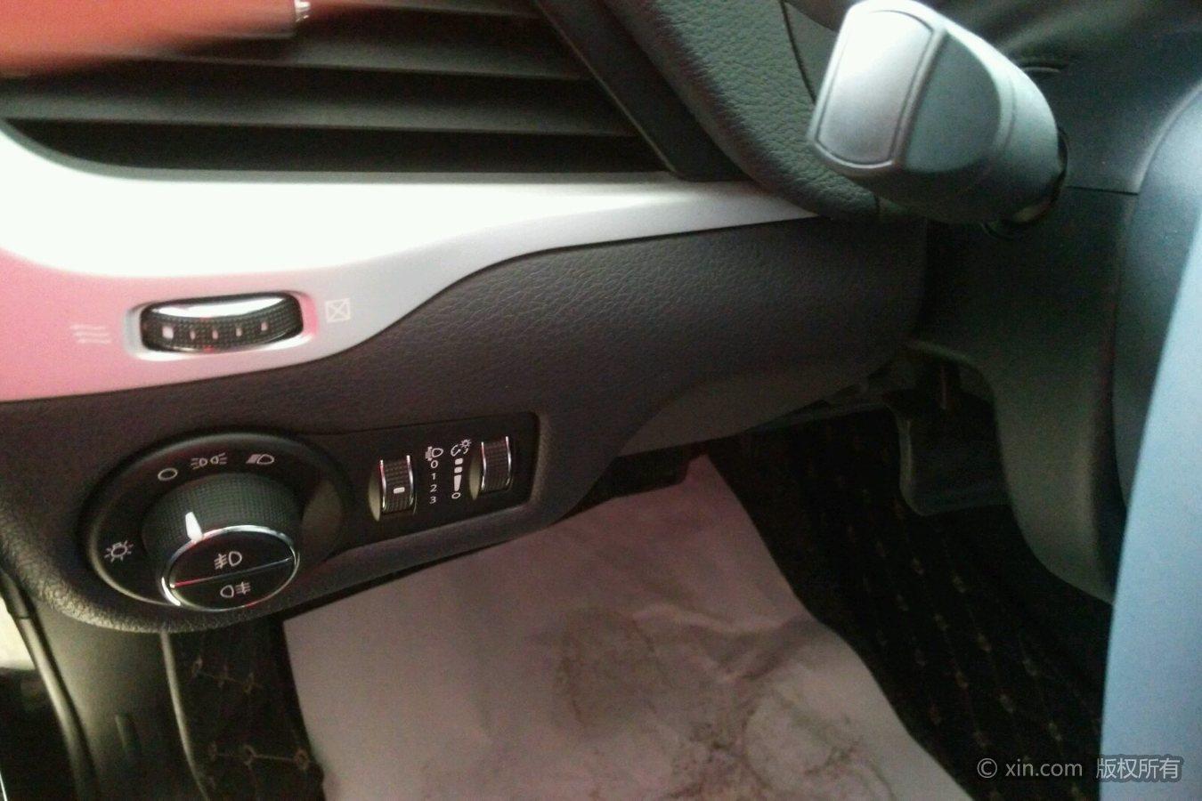 jeep自由光大灯开关