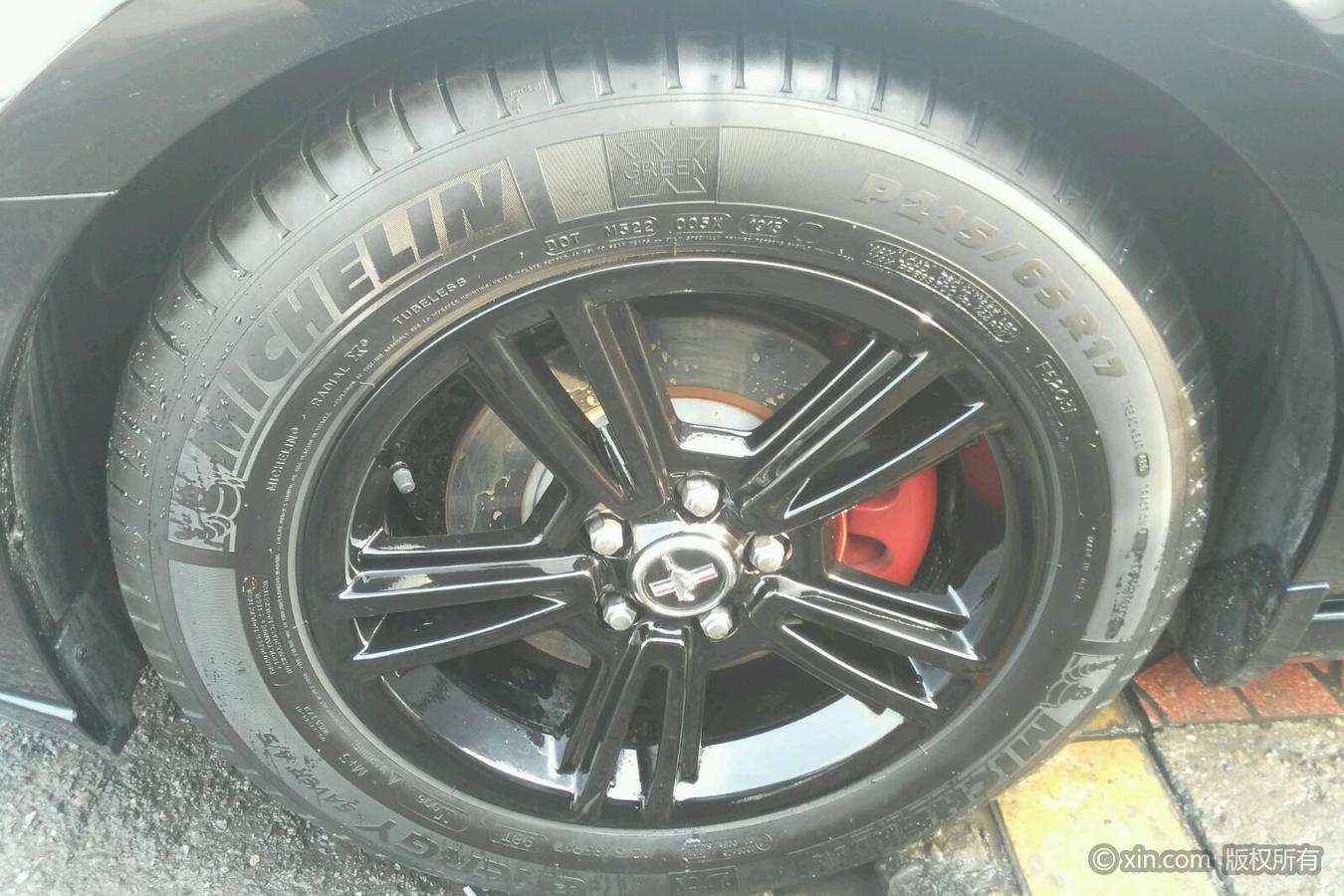 福特野马左前轮胎