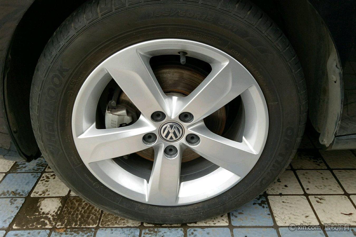 大众桑塔纳左前轮胎