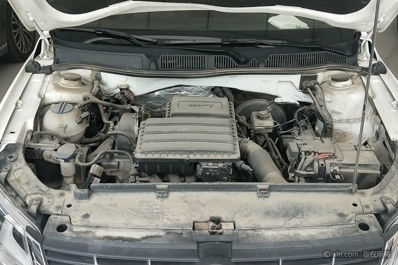 发动机变速箱无漏油漏水,工况正常.