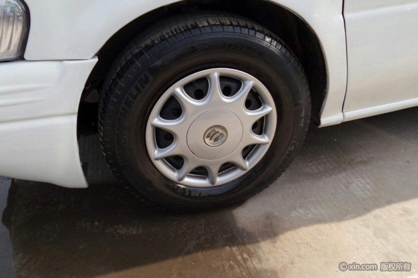 别克GL8左前轮胎